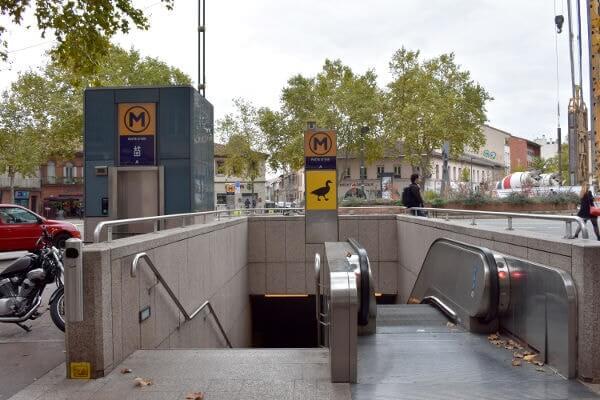 PattedOie_entrée métro, signalétique pour handicap cognitif-min
