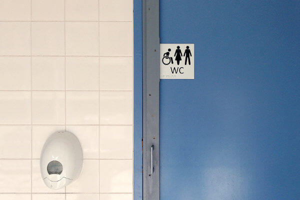 pictogramme toilettes sur une porte