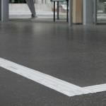 Comment choisir une bande de guidage conforme à la norme NF P98 352 ?