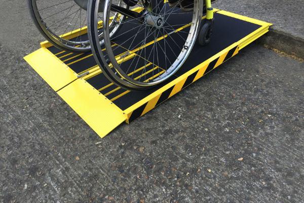 Les rampes amovibles comme solution d'accessibilité pour les personnes en fauteuil