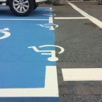 Quelle réglementation pour les bandes de guidage et les places PMR ? Les dernières nouveautés