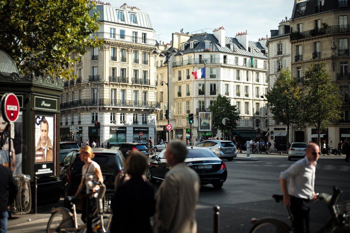 accessibilité voirie, l'espace publique, rue avec foule