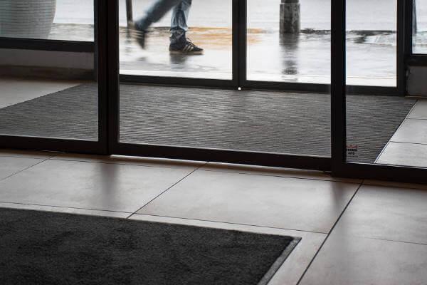 tapis de propreté aux normes accessibilité