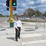 Comment font les aveugles pour traverser la rue en sécurité ?