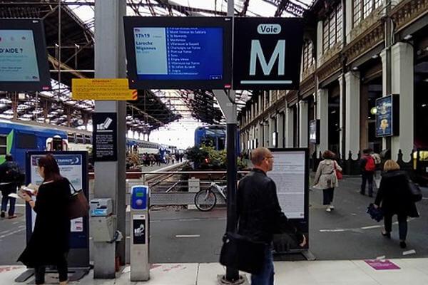 Information voyageur, signalétique visuelle, gare