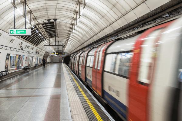 Aveugle déficients visuels accessibilité métro