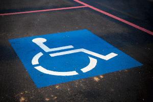 place handicapé moteur transport accessiblité