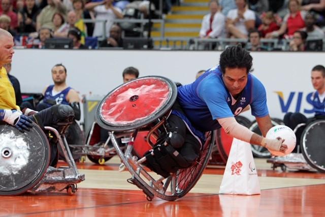 Ryadh Sallem en pleine action sur le terrain Jeux Paralympiques Paris 2024