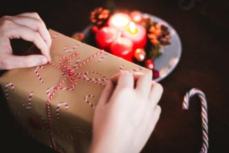 emballer cadeau de Noël avec un handicap visuel