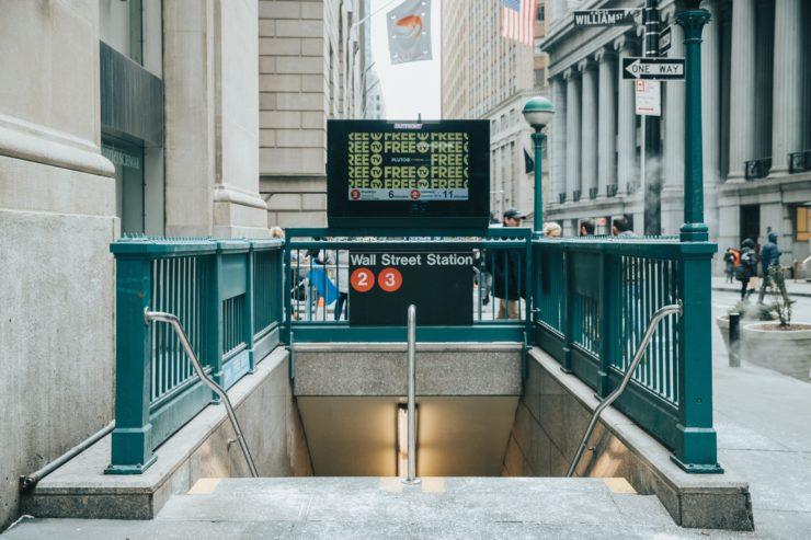 Entrée de métro à New York avec escaliers