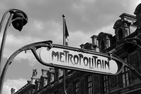 Panneau indiquant le métro parisien