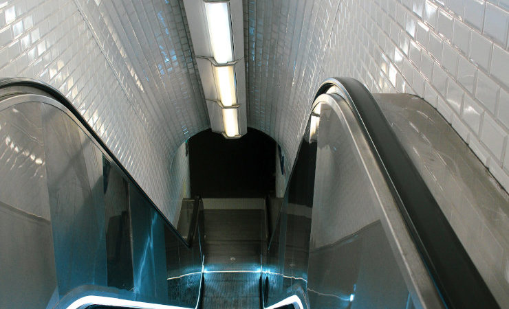Escalator d'une station de métro à Paris
