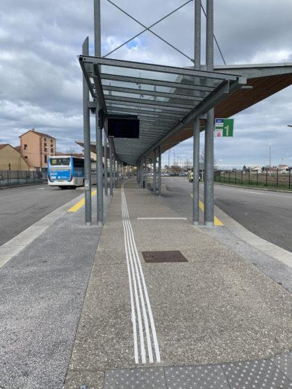 Equipements podotactiles de la gare routière de Roanne