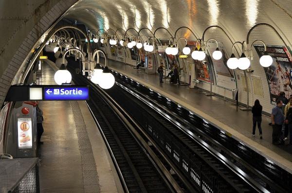 Un quai du métro parisien