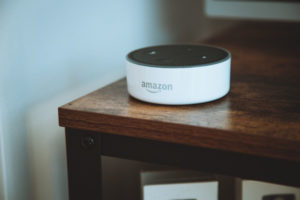 L'enceinte Alexa d'Amazon sur une table