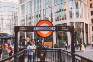 Entrée d'une bouche de métro à Londres