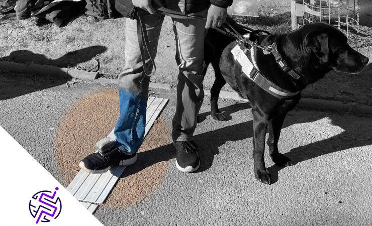 Une personne aveugle participe aux recherches de Valérie Renaudin sur la géolocalisation et la mobilité