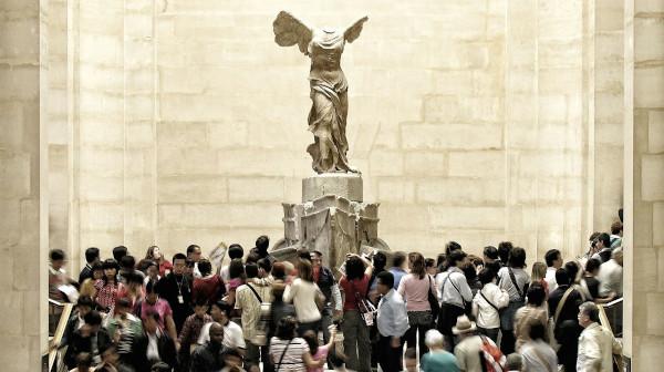 Sculpture de la Victoire de Samothrace au musée du Louvre